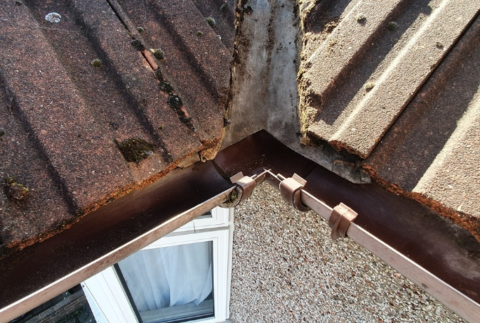 Clean Roof Guttering